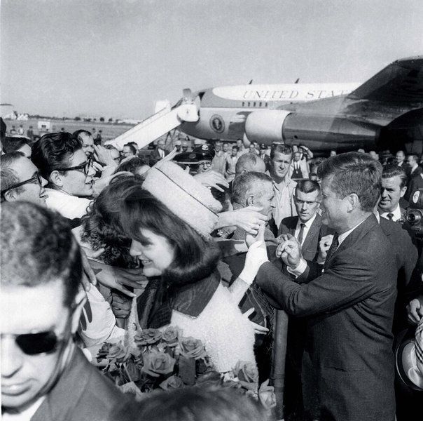 J Loved The Field On The Wall Look ȁ�: 50 Years: JFK Arrives At Love Field