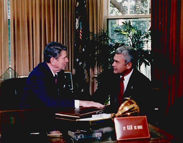 Guy Davis with Ronald Reagan628px