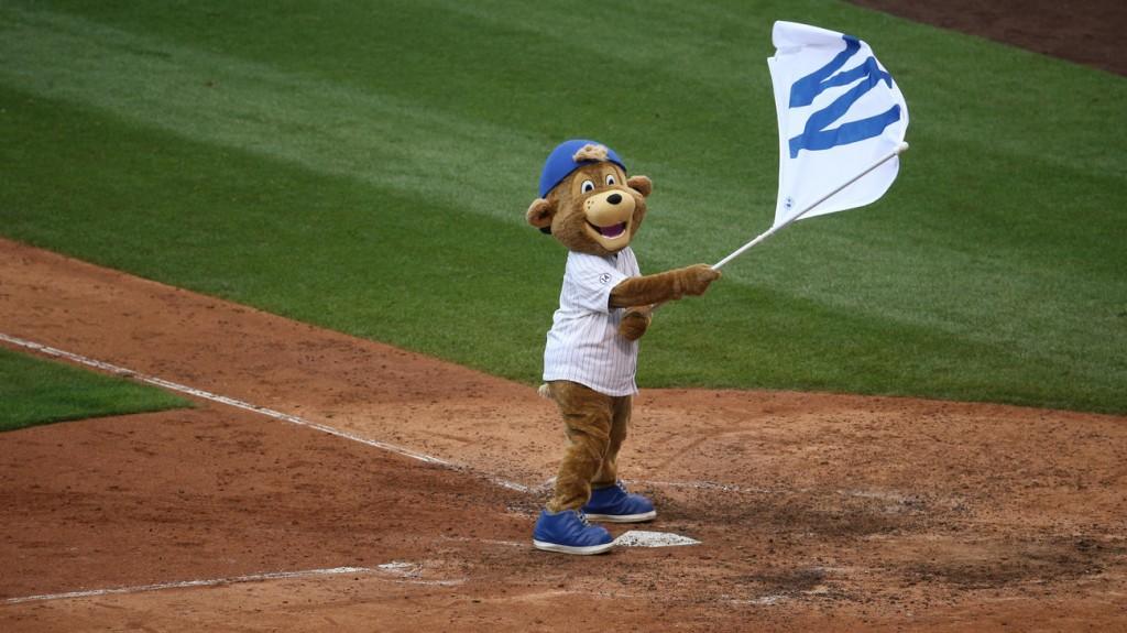 cubs-w-flag-mascot